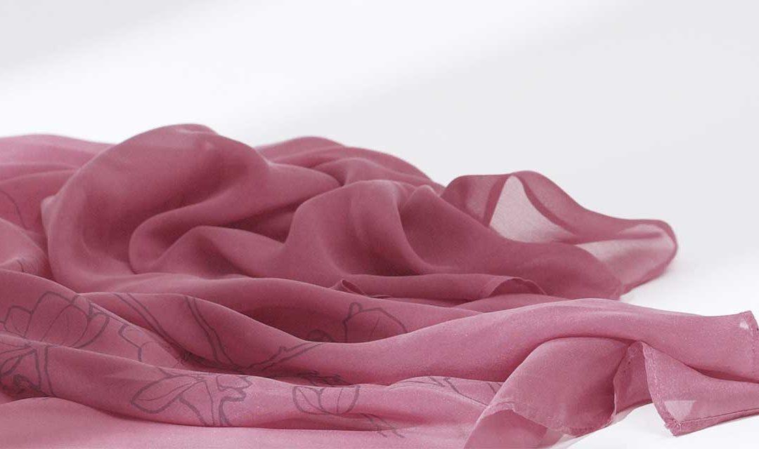 Entretenir un foulard en soie : mode d'emploi